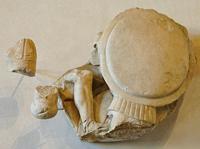 Геракл и Герион (Метопа храма Зевса в Олимпии. 468-456 гг. до н.э.)
