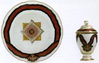 Тарелка и соусница из сервиза ордена Святого Владимира, завод Гарднера, конец XVIII-го века..jpg