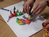 Процесс лепки из пластилина