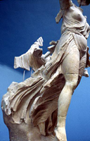 Ника, спускающаяся с Олимпа. Пэоний. V в. до н.э.