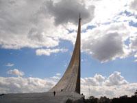 Обелиск покорителям космоса в Москве