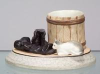 Фарфоровый завод Гарднера. Кадушка, сапоги и кошка, середина XIX века