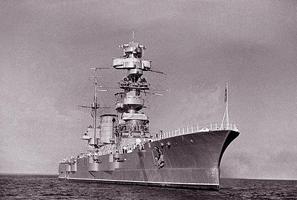 Линкор Октябрьская революция на рейде (Балтийский флот, 1940 год)