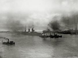 Линейный корабль Гангут уходит в Кронштадт