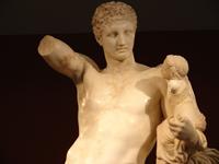 Пракситель. Гермес с младенцем Дионисом (Фрагмент. IV в. до н.э. Копия. Олимпия, Археологический музей)