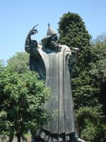Бронзовая статуя епископа Гргура Нинского (И. Мештрович)