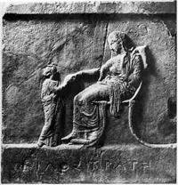 Надгробие Филостраты (Мрамор. Середина V в. до н.э. Санкт-Петербург, Государственный Эрмитаж)