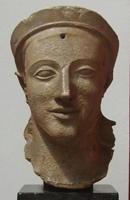 Голова Афины с восточного фронтона храма Афины Афайи на острове Эгина. 490-480 гг. до н.э. Государственное античное собрание, Мюнхен
